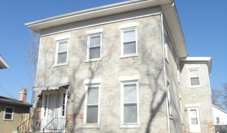 820 East Jefferson Bloomington, IL – 1 Bedroom